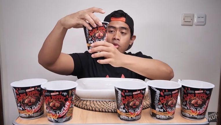 Tanboy Kun Sarapan Mie Pedas Level 6 Juta