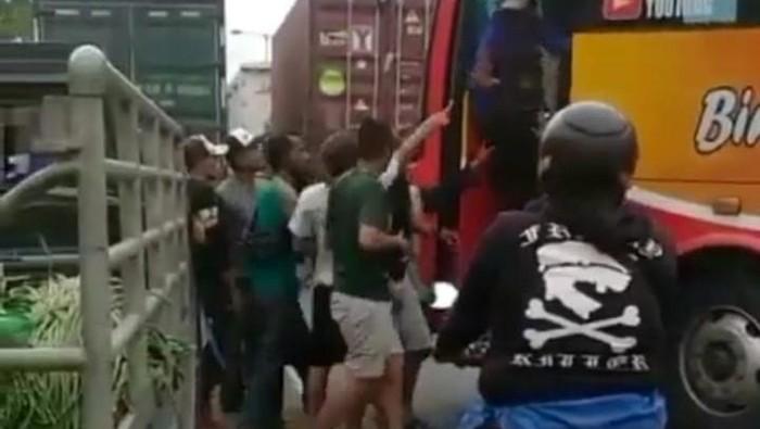 viral bus ngeblong di lamongan