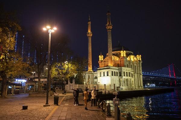 Selanjutnya ada Istanbul, Turki. Kota ini memberikan sejumlah fasilitas bagi masyarakat untuk melakukan kegiatan outdoor. Namun tingkat polusi udaranya tinggi. Foto: AP