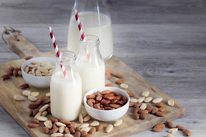 7 Manfaat Susu Almond, Turunkan Berat Badan hingga Sehatkan Jantung