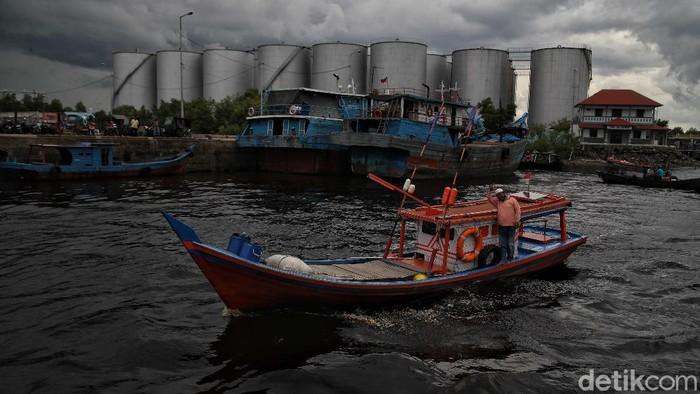 Mayoritas warga Dumai, Riau, didominasi oleh nelayan. Oleh karenanya aktivitas ekonomi di perairan laut Dumai sangat padat.