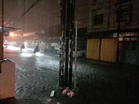 Hujan deras guyur Kota Medan dan sebabkan genangan air