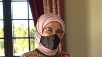 Kerennya Ibu Negara Turki Emine Erdogan Mengenakan Masker Batik