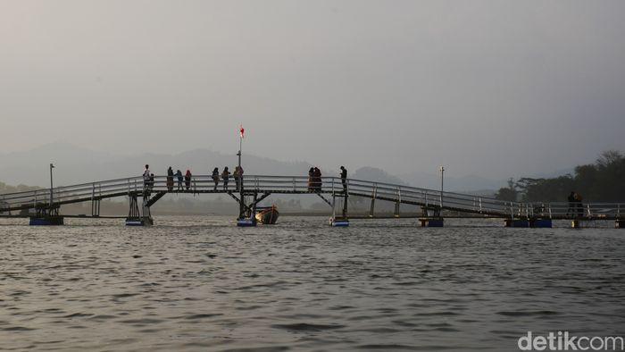 Jembatan Bucin di  Bandung Barat