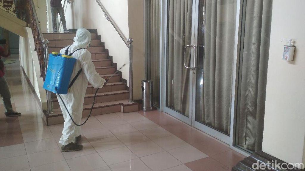 Bupati Cirebon Positif Corona, Rumah Dinas-Kantor Disemprot Disinfektan