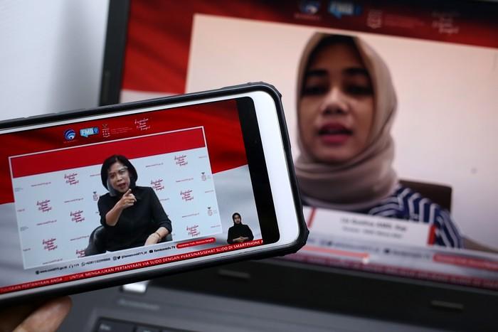 dr. Elizabeth Jane Soepardi, MPH (Pakar Imunisasi) dan Lia Gustina AMD.Kep (Perawat RSDCC Wisma Atlet) memberikan paparan dalam dialog produktif bertema Siapkan Kedatangan Vaksin di Jakarta, Kamis, 3 Desember 2020.
