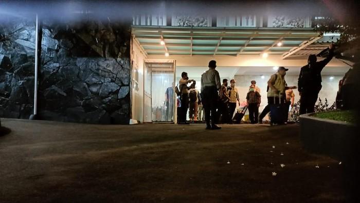 KPK Bawa 5 Koper hingga 8 Unit Sepeda Usai Geledah Rumah Dinas Edhy Prabowo