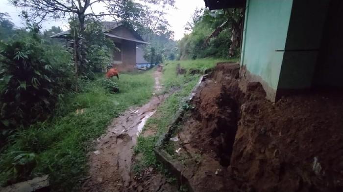 Pergerakan tanah di Cianjur.