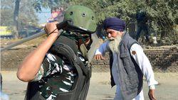 Foto Pria Tua yang Dipukul Polisi India Jadi Viral, Mengapa?