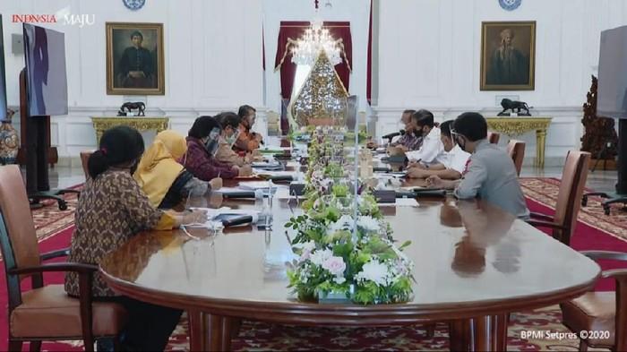 Presiden bersama sejumlah menteri dan Kapolri bertemu dengan pegiat reforma agraria (YouTube Sekretariat Presiden)