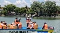 Foto: Ridwan Kamil dan Perahu Wisata Situ Rawa Besar