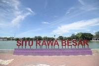 Emil mengatakan dengan hadirnya perahu wisata, membuat warga khususnya anak-anak antusias mengelilingi situ seluas kurang lebih 13 hektare ini. (Humas Pemprov Jawa Barat)