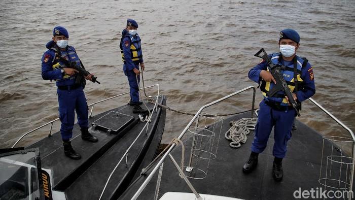 Pasukan Sat Polair Kepolisian Resor Dumai dari Polda Riau rutin melakukan patroli air untuk menjaga perairan dumai di perbatasan.