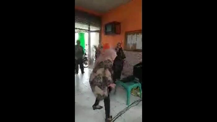 Tangkapan layar video viral ASN Kantor Kecamatan Mattiro Sompe, Pinrang joget langgar Prokes (dok. Istimewa).