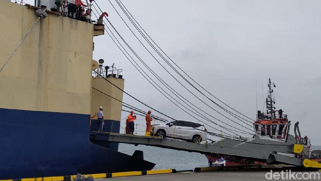Pelabuhan Patimban Uji Coba Perdana, Lepas 20 Mobil ke Belawan