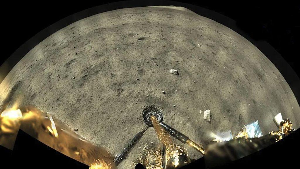 Wahana Antariksa China Kirim Foto Berwarna dari Bulan