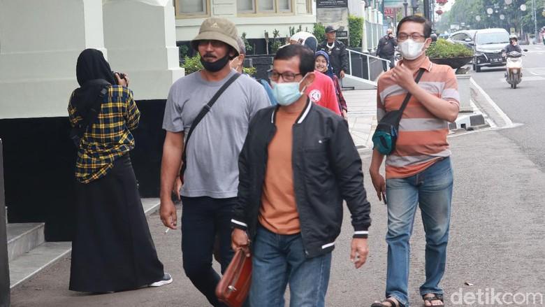 Wali Kota Bandung Oded M Danial imbau warga waspada dan jangan datang ke Kota Bandung dulu karena saat ini Kota Bandung ada di zona merah.