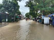 Banjir Juga Rendam Kawasan Medan Helvetia, Air Masuk ke Rumah Warga