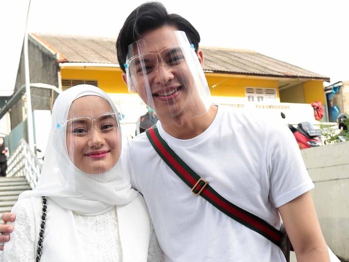 Dinda Hauw dan Rey Mbayang ditemui seusai menjadi bintang tamu acara Rumpi No Secret, Trans TV, Jakarta Selatan, Kamis (03/12)