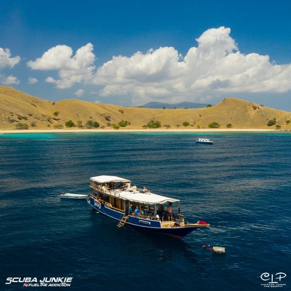 Perusahaan mereka pun juga memenangkan Pusat atau Resor Menyelam Terbaik di Dunia pada Dive Travel Awards 2020 di majalah selam bergengsi.