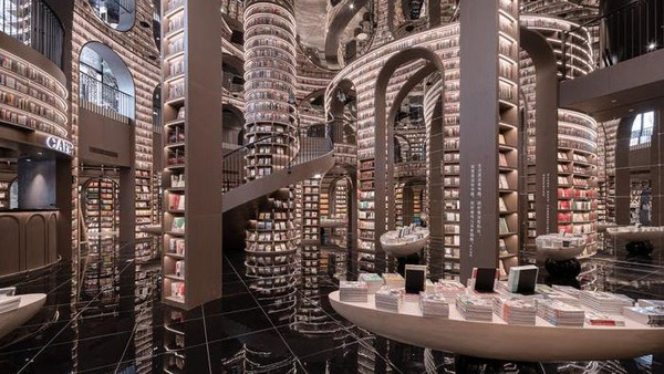 Lebih lanjut, toko buku itu dirancang oleh Li Xiang dari firma arsitek Shanghai, X+Living. Dilihat dari videonya, toko buku itu dipenuhi oleh buku dari lantai dasar hingga pilarnya seperti di film Harry Potter (istimewa/Shao Feng)