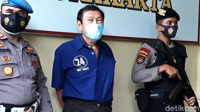 Polisi mengamankan pelaku penembakan mobil yang ditumpangi bos pabrik tekstil di Solo. Pelaku diketahui merupakan adik ipar korban.