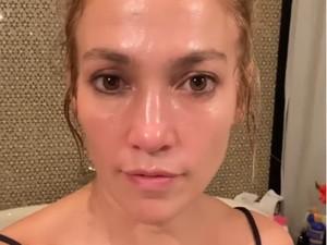 Jennifer Lopez Pamer Wajah Glowing Tanpa Kerutan, Bantah Karena Botox