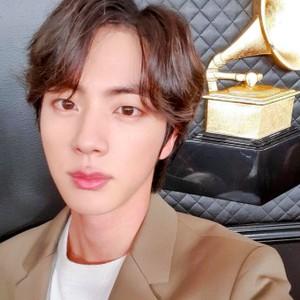 Jin BTS Punya Bibir Paling Sempurna Menurut Dokter Bedah, Ini Alasannya