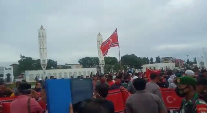 Massa sempat kibarkan bendera bulan bintang saat milad GAM (dok. Istimewa)