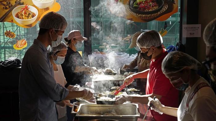 Restoran di Hong Kong ini pekerjakan sejumlah difabel sebagai koki maupun pegawai rumah makan. Hal itu dilakukan sebagai upaya untuk memberdayakan sesama.