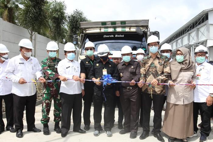 Menteri Pertanian Syahrul Yasin Limpo melepas ekspor ragam komoditas baru dari Riau berupa larva kering atau maggot black fly soldier sebanyak 4 ton ke Inggris.