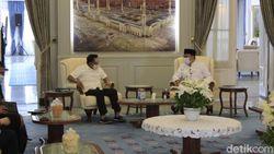 Bahas Vaksin COVID-19, Moeldoko Temui Ridwan Kamil di Bandung