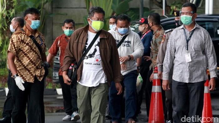 Bupati Banggai Laut, Sulteng, Wenny Bukamo tiba di KPK. Ia sebelumnya terjaring OTT KPK bersama 15 orang lainnya.