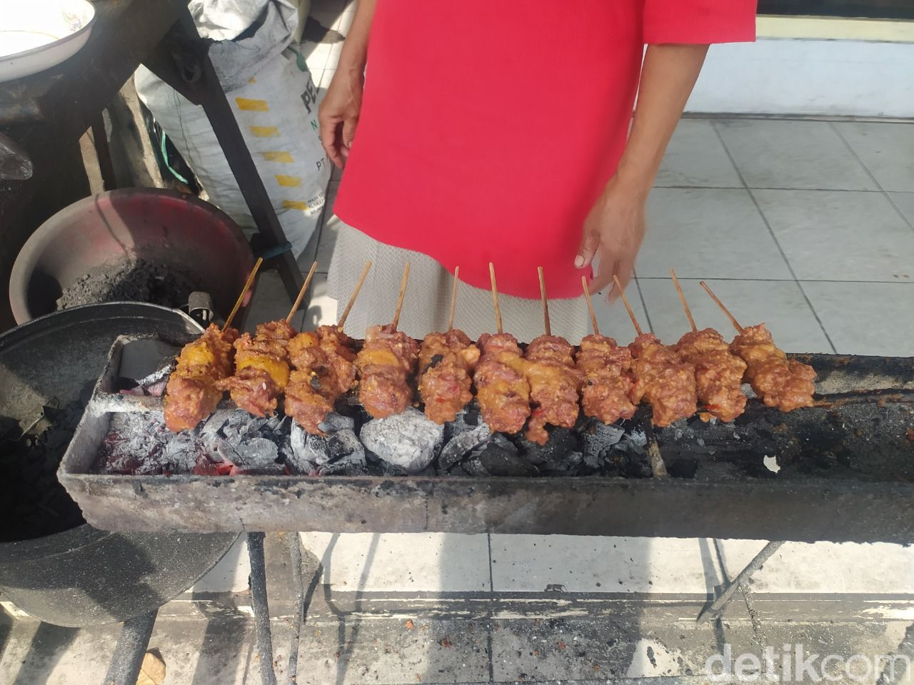 Nikmatnya Sate Daging Sapi di Sidoarjo, Digigit Langsung Ambyar