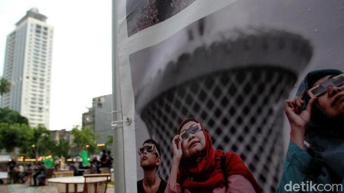 Pameran karya foto jurnalistik digelar di Thamrin 10, Jakarta. Digelar di masa pandemi, pameran fotografi itu menerapkan protokol kesehatan guna cegah Corona.