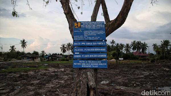 Abrasi di pantai Teluk Rhu ini memang mulai mengkhawatirkan warga setempat. Pradita Utama/detikcom