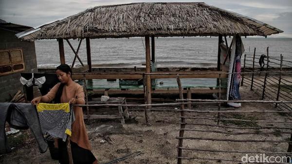 Lalu pantai di Desa Teluk Rhu, Rupat Utara, Bengkalis, semakin dimakan abrasi. Kuatnya hempasan ombak Selat Melaka membuat bibir pantai di Desa Teluk Rhu mengalami abrasi yang cukup parah. Pradita Utama/detikcom