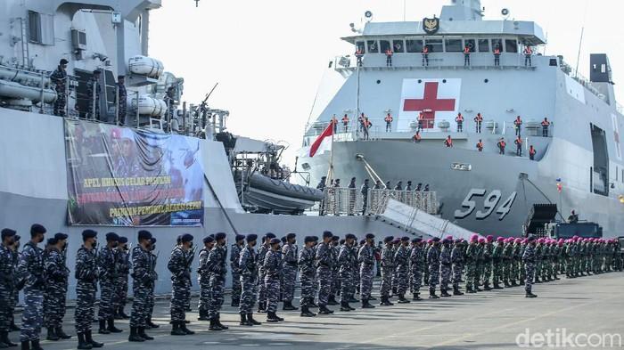 Pasukan Pemukul Reaksi Cepat (PPRC) TNI gelar apel di JICT II, Jakarta. Apel tersebut guna memelihara kesiapan personel agar selalu siap dalam menjaga NKRI.