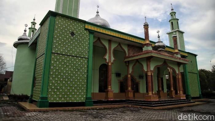 Masjid Agung atau masjid Raya Al-Badar ini merupakan satu-satunya Masjid besar yang berada di kawasan Rupat. Intip yuks.
