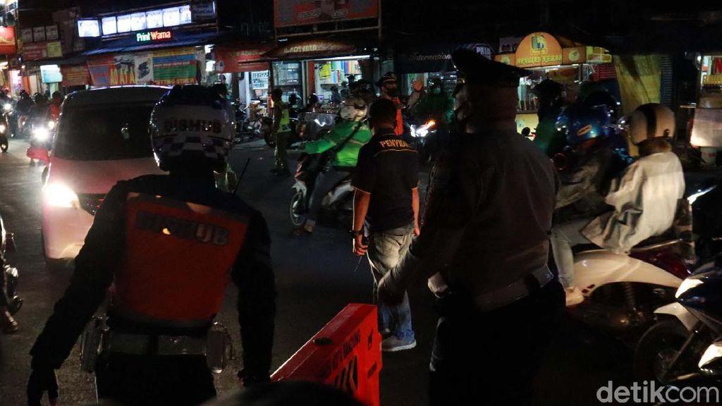 Terapkan PSBB Proporsional, Jalan Dipatiukur Bandung Ditutup