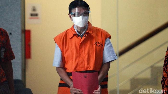 Eks Direktur Direktur Teknik dan Pengelolaan Armada PT Garuda Indonesia Hadinoto Soedigno ditahan KPK. Ia ditahan karena terjerat kasus suap dan pencucian uang.
