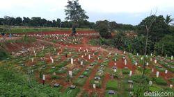 Lahan di Pondok Ranggon Penuh, Jenazah COVID Muslim Dimakamkan di TPU Tegal Alur