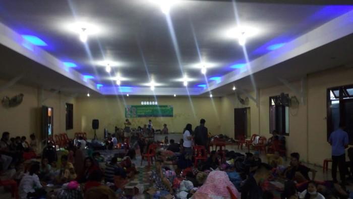 Warga mengungsi di lokasi banjir Tanjung Selamat, Medan (Datuk Haris-detikcom)