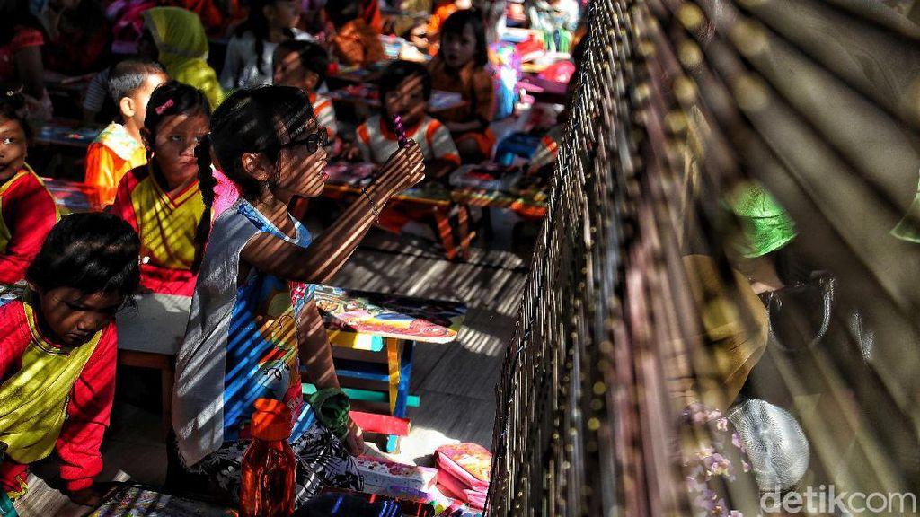 Bermain dengan Keindahan Cahaya Ibu Kota di Ujung Jakarta