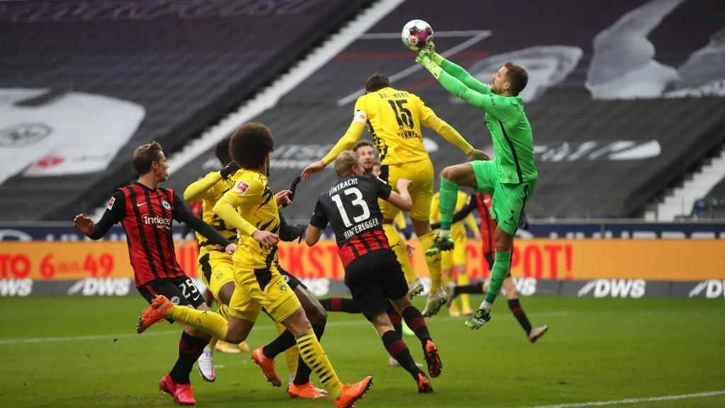 Frankfurt Vs Dortmund Tuntas 1-1