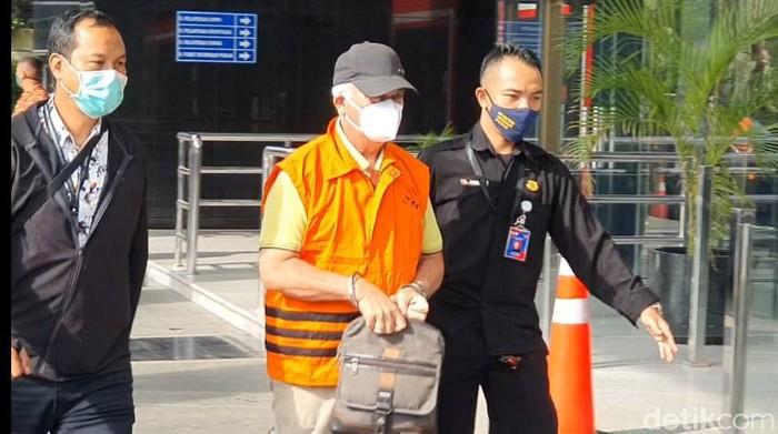 Bupati Banggai Laut Wenny Bukamo tiba di KPK.