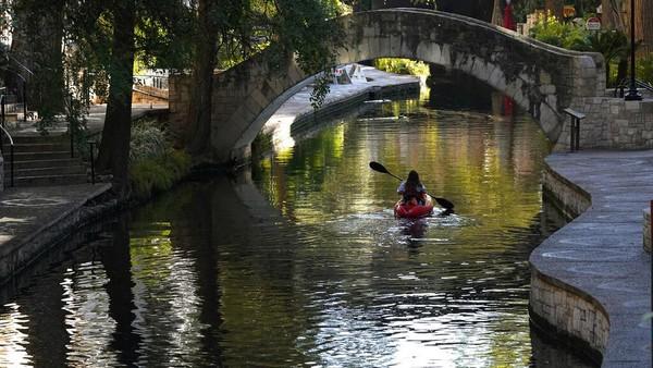 Keberadaan kayak ini diharapkan dapat meningkatkan pendapatan sektor pariwisata di San Antorio.