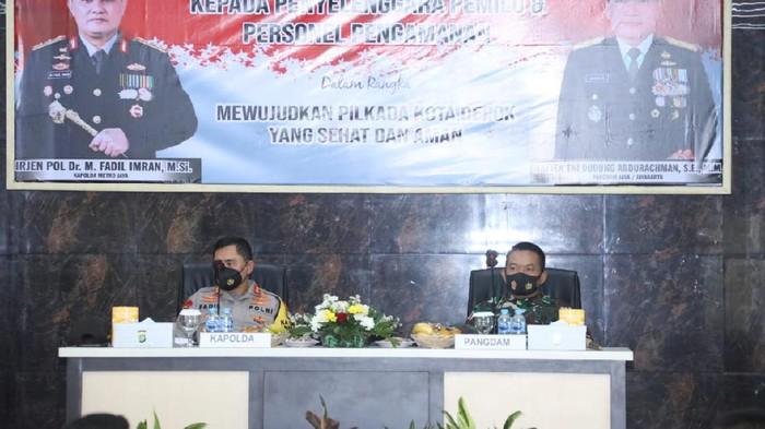 Kapolda Metro Jaya Irjen Fadil Imran dan Pangdam Jaya Mayjen Dudung Abdurachman di Depok