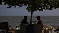 Apabila kelak traveler punya rencana berwisata di Rupat Utara dan ingin menginap di Penginapan Mutiara Pantai, bisa menghubungi Bahtiar di nomornya 081365448113.