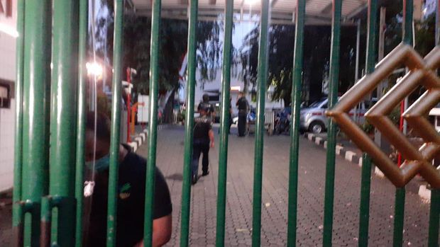 KPK mendatangi gedung Kemensos usai OTT pejabat terkait bansos Corona